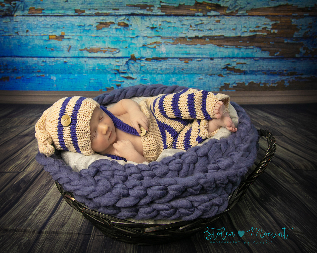 a three week old boy's newborn session with his three older siblings, his mom, dad and Grandma