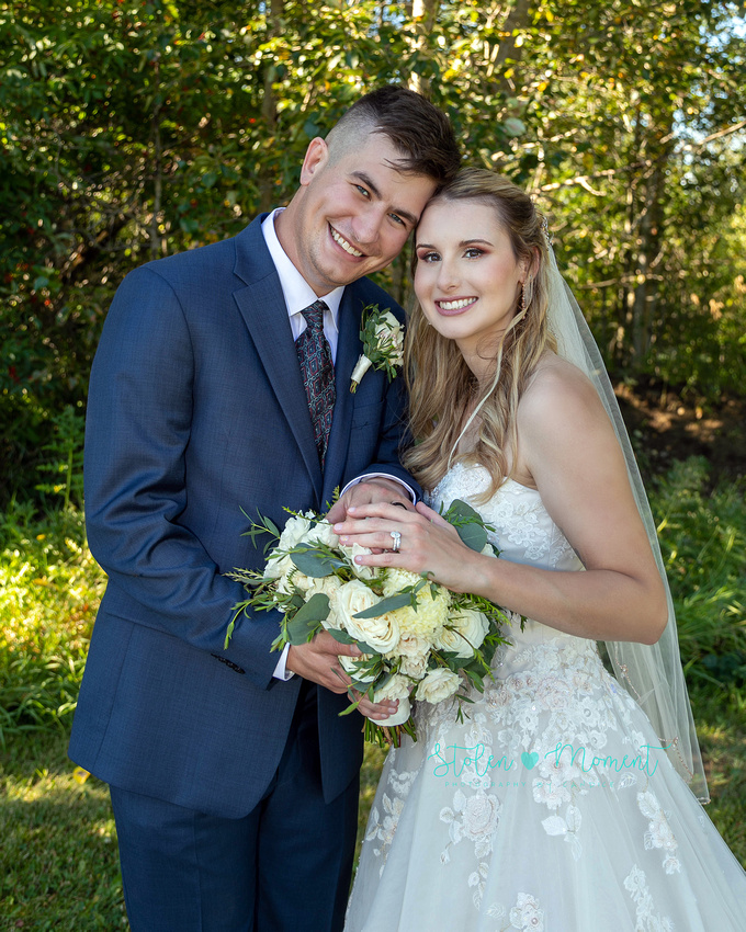 A country wedding at The Quarry Golf Course and a local farm amid Covid 19 with a stunning bride and groom, two bridesmaids and two groomsmen
