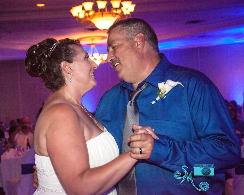 first dance between bride and groom