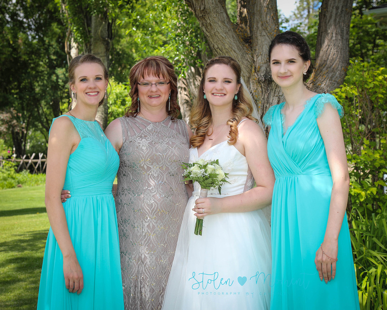 the bride standing with her mom and her two sisters